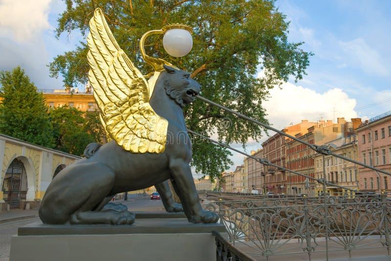 Antyczna rzeźba gryf Banka most, St Petersburg zdjęcie stock
