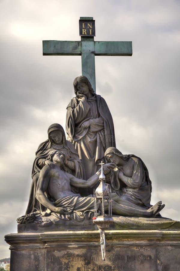 Antyczna rzeźba na Charles moscie. Praga. Pieta. HDR obraz stock