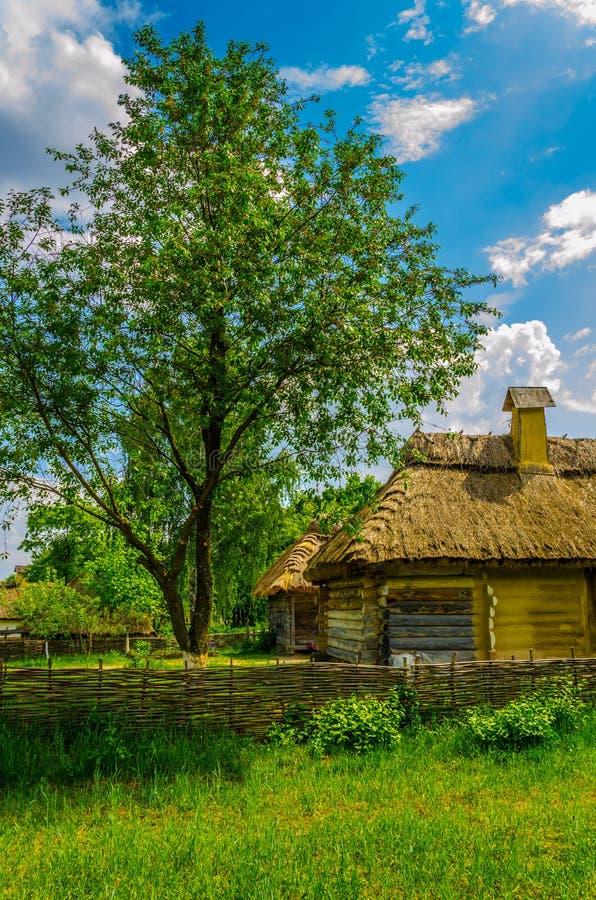 Antyczna tradycyjna ukraińska wiejska chałupa z a obraz royalty free