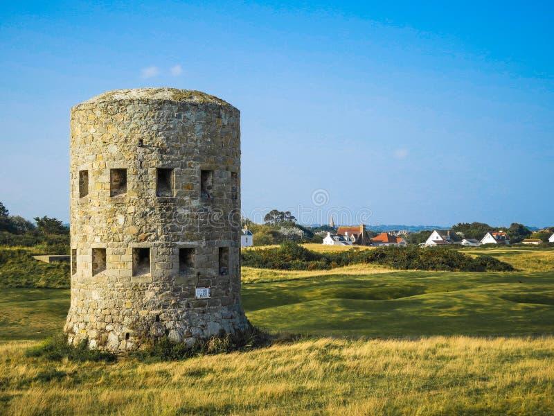Antyczna wieża obserwacyjna na Guernsey wyspie obraz stock
