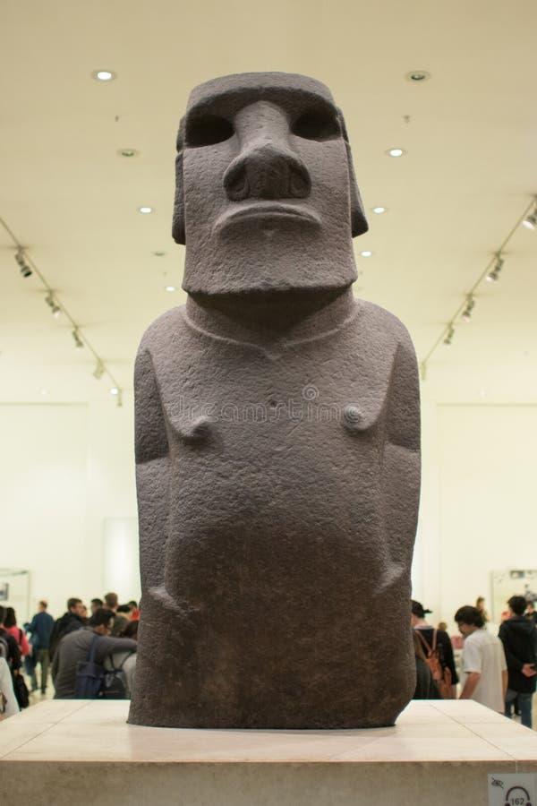 Antyczna Wielkanocnej wyspy postać lub Moai eksponat przy British Museum zdjęcie stock