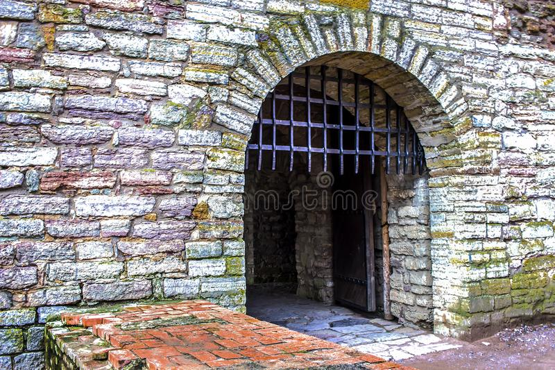 Antyczne forteca bramy i metal kratownica zdjęcia stock