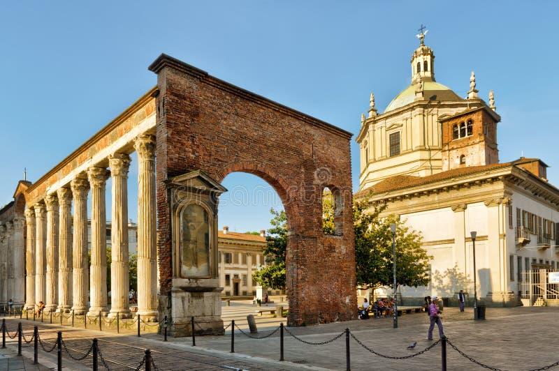 Antyczne kolumny San Lorenzo w Mediolan, Włochy zdjęcia royalty free