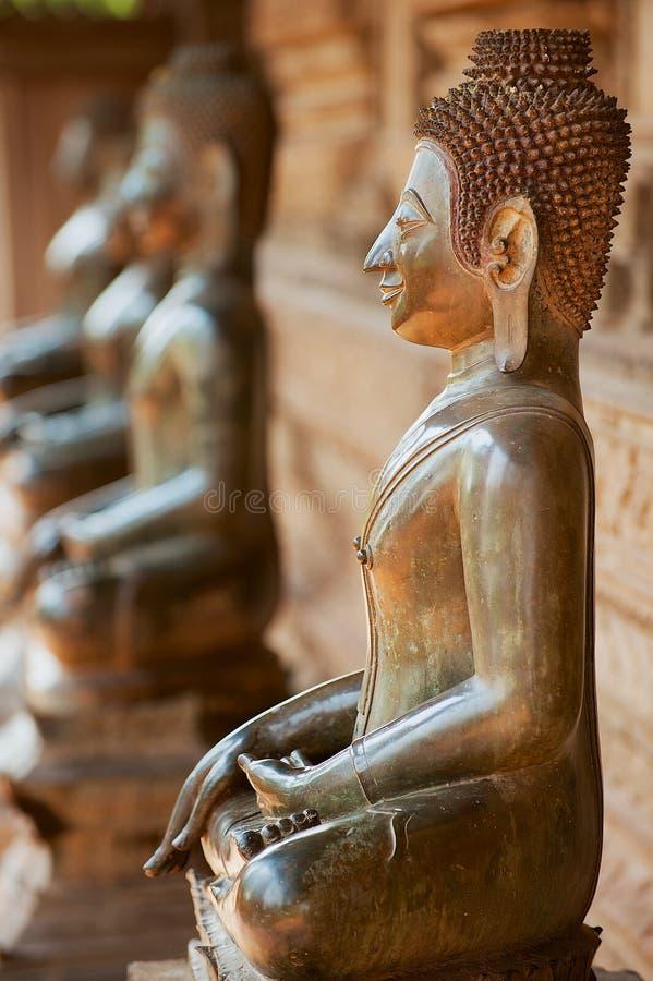 Antyczne miedziane Buddha statuy lokalizowali outside Hor Phra Keo świątynia w Vientiane, Laos zdjęcie royalty free