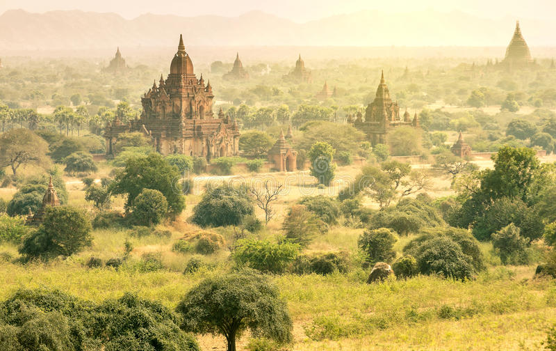 Antyczne pagody w Myanmar - widok z lotu ptaka Bagan dolina zdjęcie royalty free