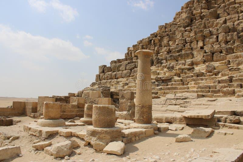 Antyczne ruiny blisko ostrosłupów Giza Egipt obrazy royalty free