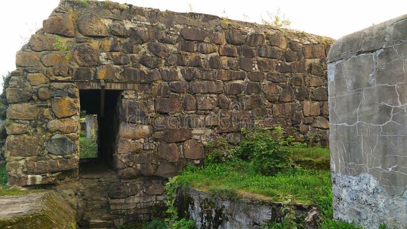 Antyczne ruiny w współczesnym świacie obrazy royalty free