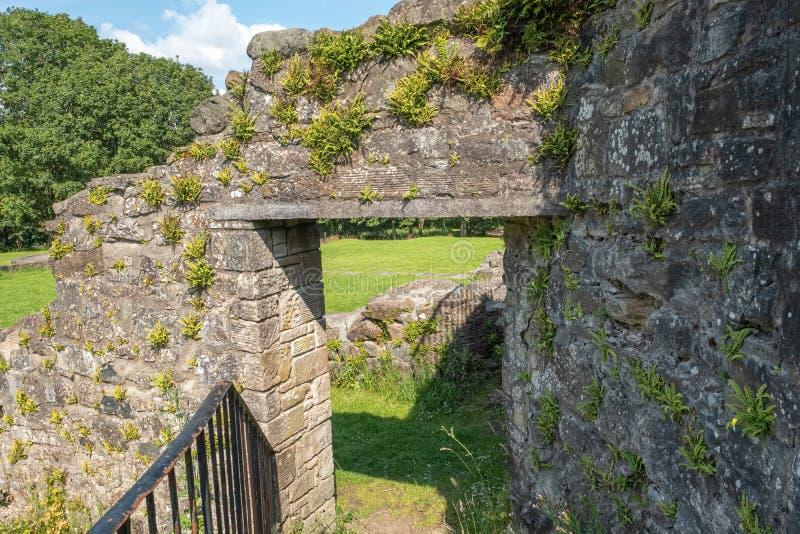 Antyczne Szkockie ruiny i budynek podstawy Wliczając ten antycznego kamiennego drzwi zdjęcie royalty free