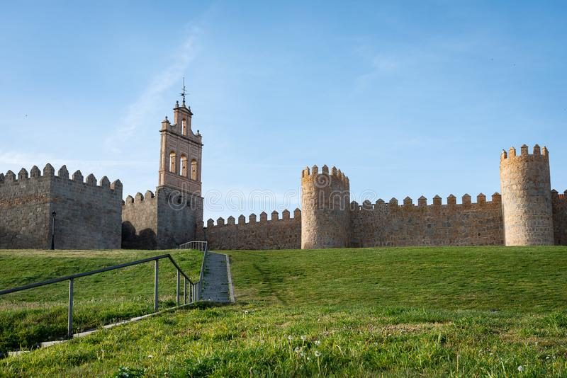 Antycznego miasta ściany w starym mieście Avila, Hiszpania zdjęcia stock