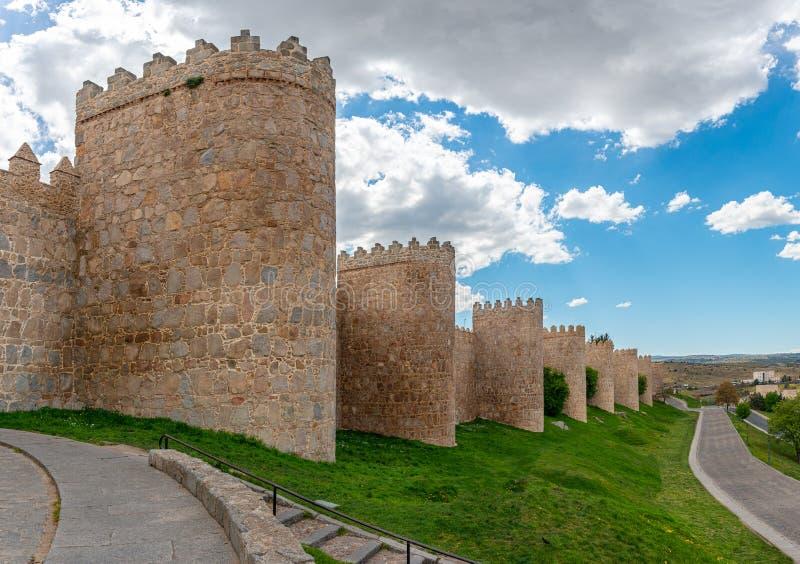 Antycznego miasta ściany w starym mieście Avila, Hiszpania obrazy royalty free