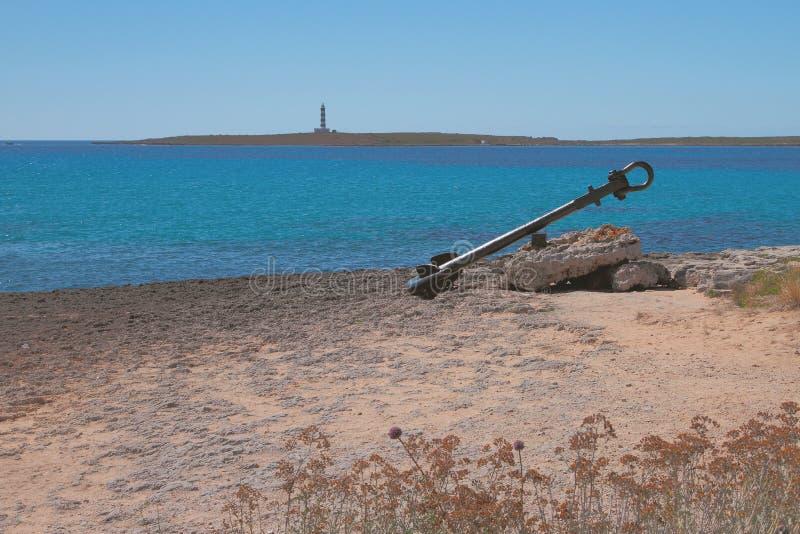 Antycznego statku kotwicowa i denna zatoka Punta Prima, Minorca, Hiszpania zdjęcie royalty free