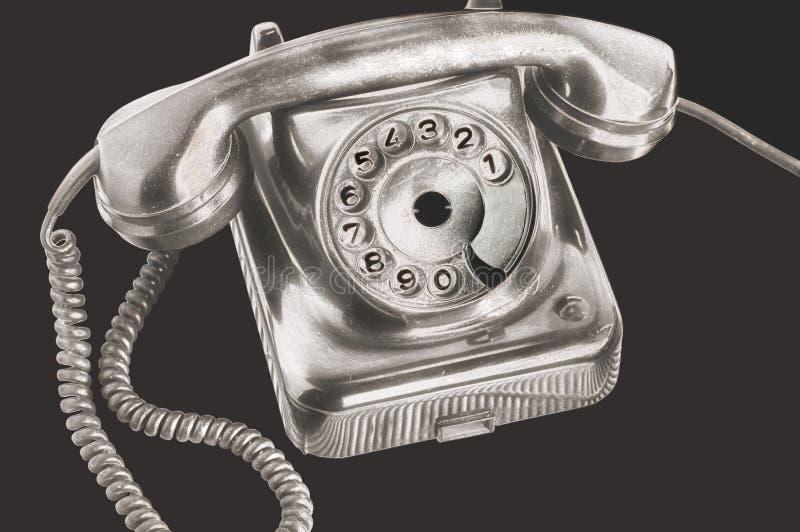 Antycznej srebnej tarczy talerzowy telefon w futurystycznym przerobie na odosobnionym czarnym tle obraz stock
