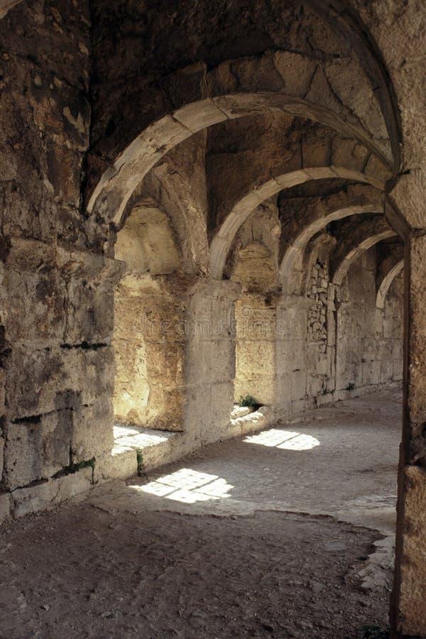 Antyczni łuki Romański Amphitheatre w Turcja fotografia royalty free