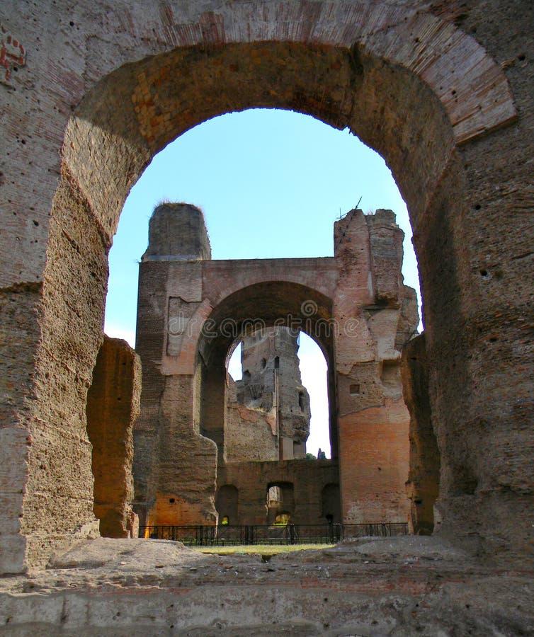 Antyczni archs przy terme Di Caracalla w Rzym zdjęcia royalty free