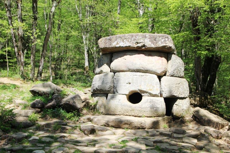 Antyczni dolmeny w Janet rzecznej dolinie, Rosja, Gelendzhik obraz stock