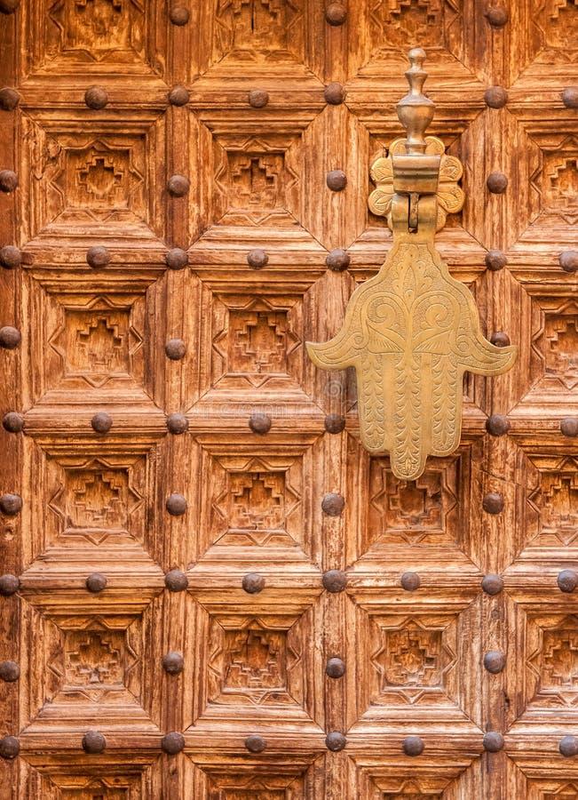 Download Antyczni drzwi, Maroko zdjęcie stock. Obraz złożonej z wyznaczający - 33083590