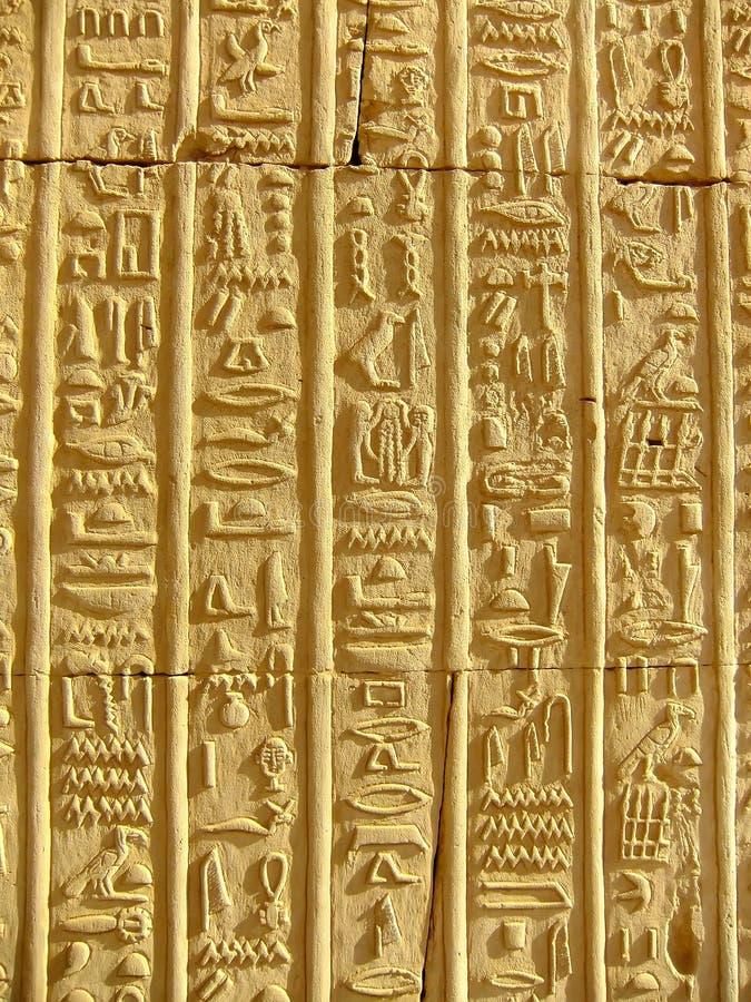 Antyczni hieroglyphics na ścianie Kom Ombo świątynia obrazy royalty free
