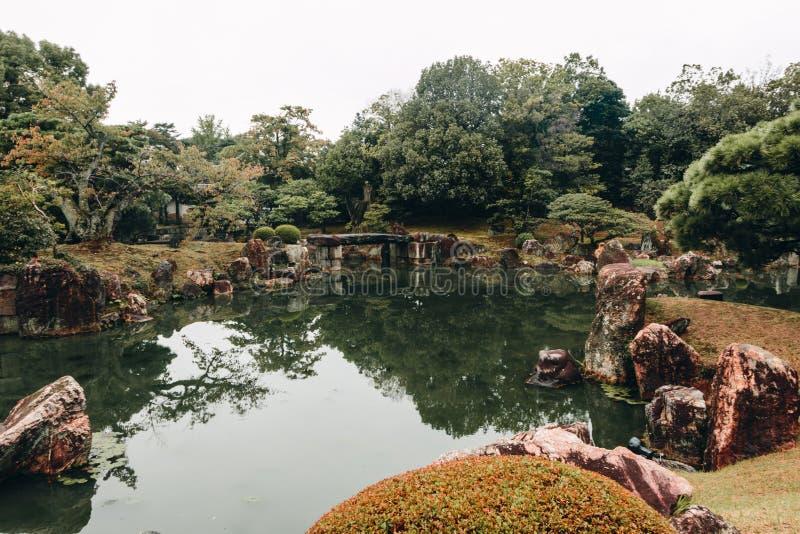 Antyczni Japońscy ogródy przy Kyoto Nijo kasztelem obraz stock