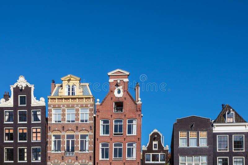 Antyczni kanałów domy w Holenderskiej stolicie Amsterdam obrazy stock