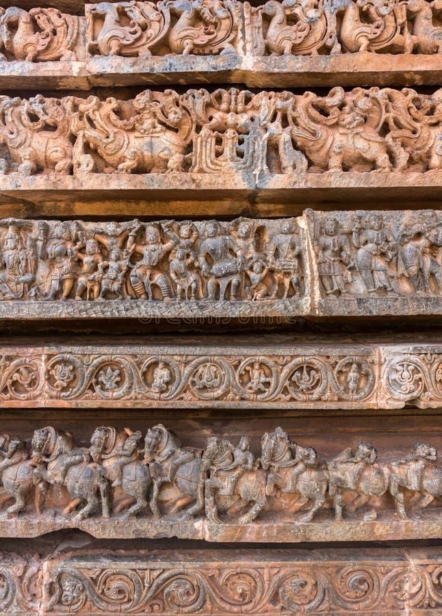 Antyczni wizerunki na ścianach Cyzelowania w Hoysaleshwara Hinduskiej świątyni obrazy stock