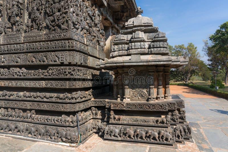 Antyczni wizerunki na ścianach Cyzelowania w Hoysaleshwara Hinduskiej świątyni obrazy royalty free