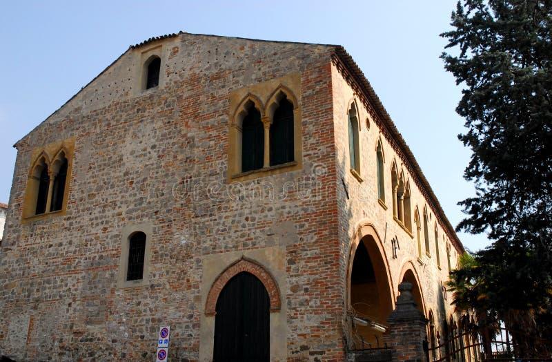 Antyczny średniowieczny budynek lokalizować blisko katedry ArquàPetrarca Veneto Włochy obraz royalty free