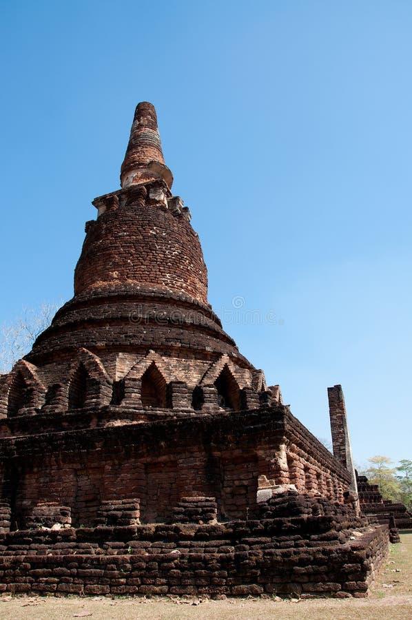 Antyczny Buddha świątyni jasnego niebieskie niebo fotografia royalty free