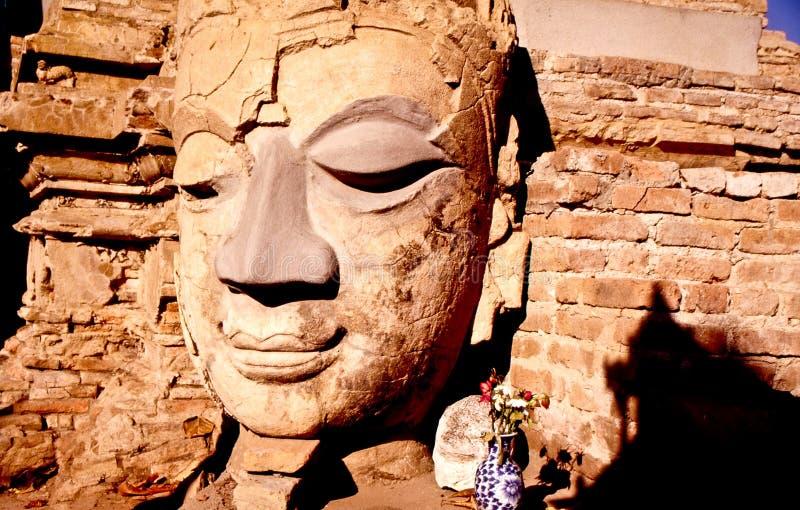 antyczny Buddha chiang wizerunków mai Thailand zdjęcie royalty free