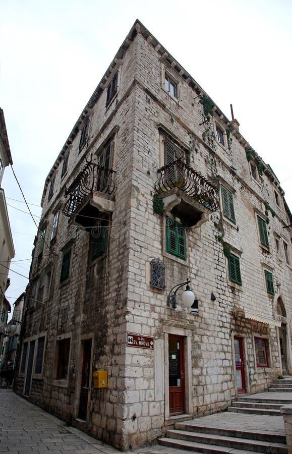 Antyczny budynek w Sibenik fotografia stock