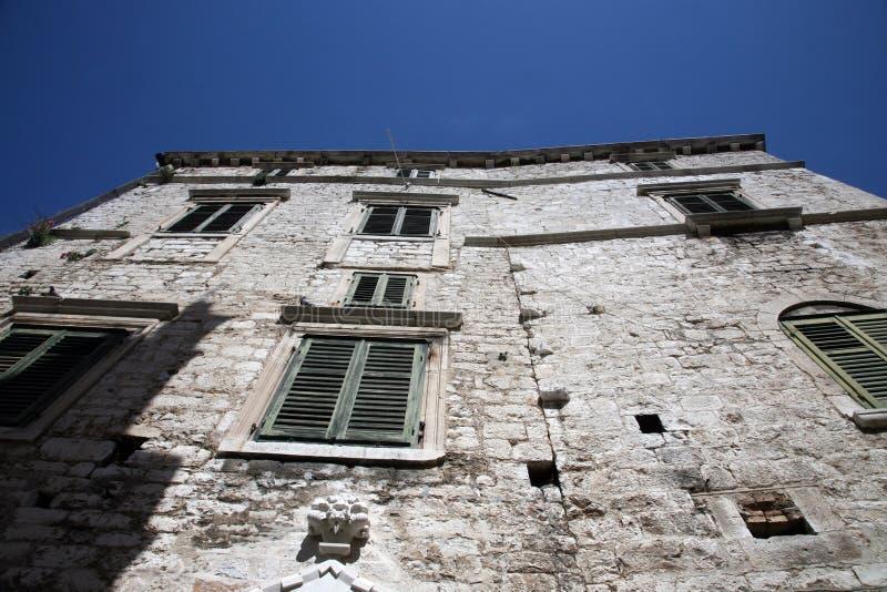 Antyczny budynek w Sibenik obrazy royalty free