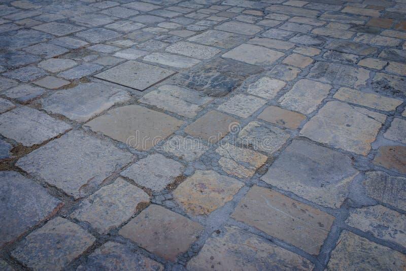 Antyczny ciemny granitu kamienia podłoga wzór jako tło w Włochy obrazy royalty free