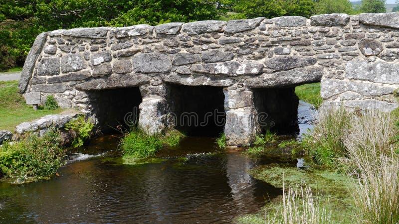 Antyczny Clapper most w Dartmoor parku narodowym Południowy Zachodni Anglia obrazy royalty free
