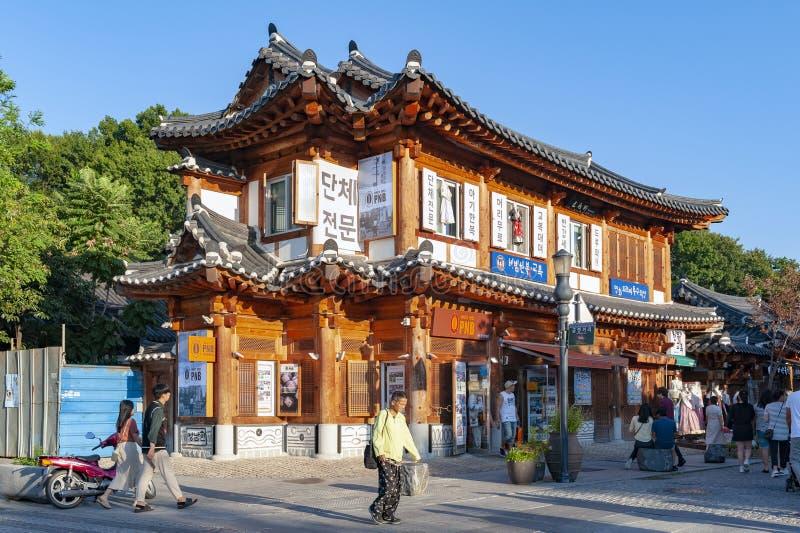 Antyczny dom budujący w Koreańskim tradycyjnym architektura domów PNB piekarni sklepie w Jeonju Hanok wiosce, korea południowa obrazy stock