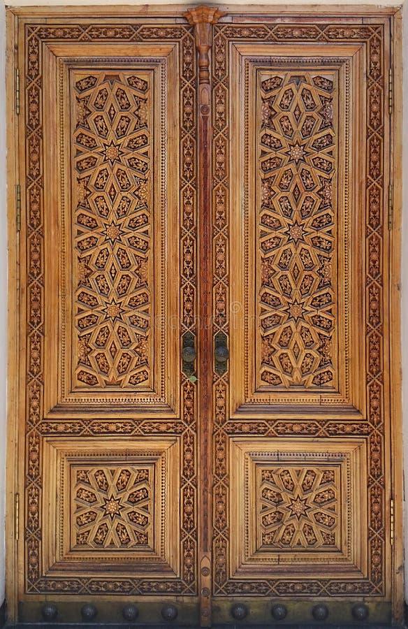 ANTYCZNY DREWNIANY drzwi Z ornamentem zdjęcie royalty free