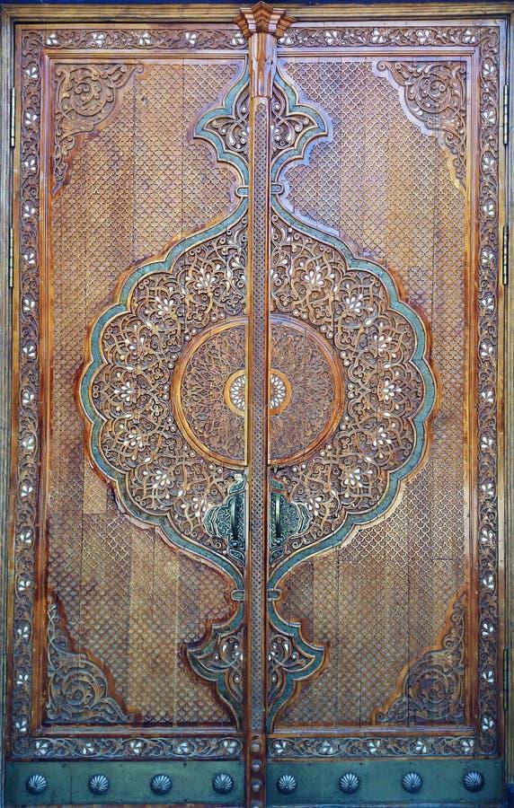 ANTYCZNY DREWNIANY drzwi Z ornamentem zdjęcia royalty free
