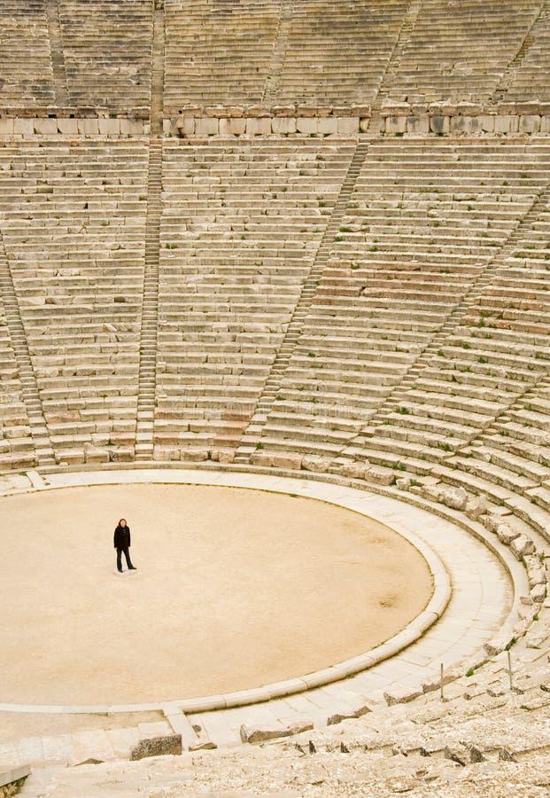 antyczny epidaurus Greece teatru turysta zdjęcie stock