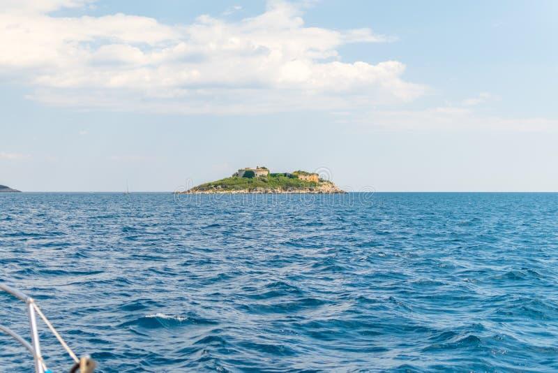 Antyczny forteca lokalizuje na wyspie Mamula Boka-Kotor zatoka obrazy stock