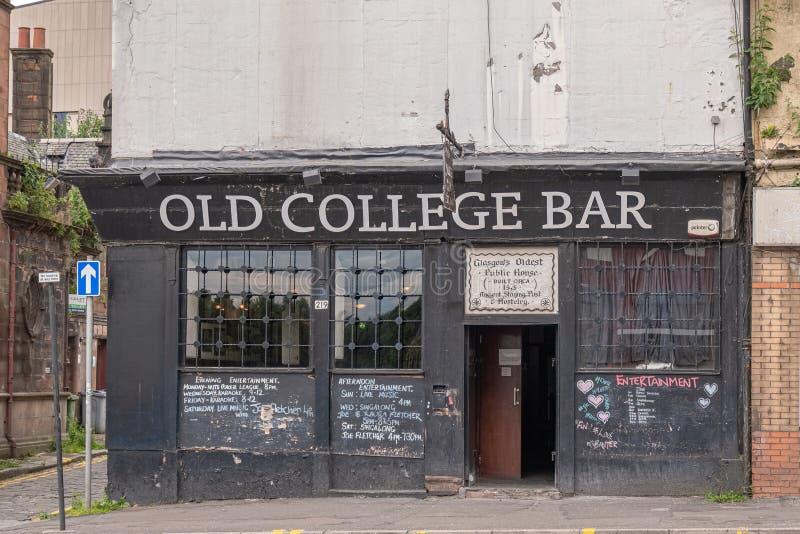 Antyczny Glasgow Hostelry & lotnisko tranzytowe stary szkoła wyższa bar myśleć być starym pubem w Glasgow fotografia royalty free