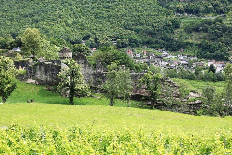 Antyczny Grodowy Serravalle w Tessin, Szwajcaria obrazy stock