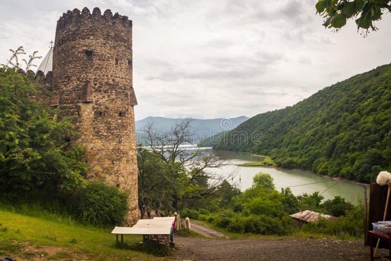 Antyczny Gruziński forteca w górach zdjęcia royalty free