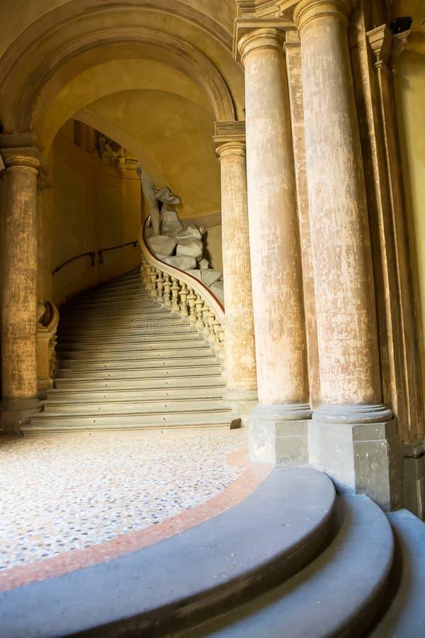 Antyczny i elegancki marmurowy schody fotografia royalty free