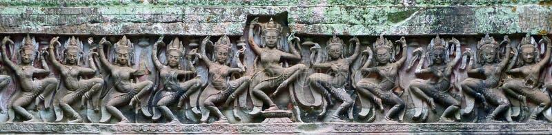 Antyczny Khmer laterytu kamienia cyzelowanie Apsara przy obrazy stock