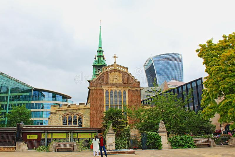 Antyczny kościół i nowożytny architektury miasto Londyński Anglia Zjednoczone Królestwo obraz stock