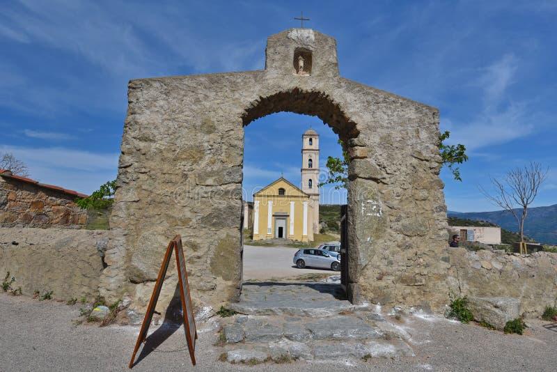 Antyczny kościół w Korsykańskim wioski Sant ` Antonino obraz stock