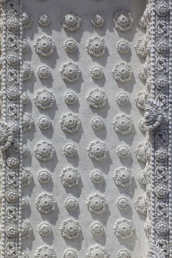 Antyczny kwiecisty deseniowy cyzelowanie na piaskowcowej ścianie zdjęcia stock
