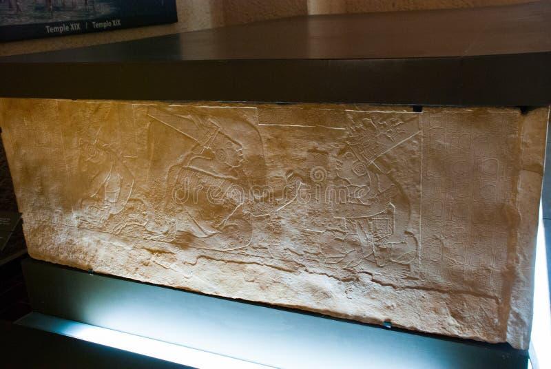 Antyczny Majski barelief na kamieniu Ekspozycja muzeum archeologia Palenque Chiapas, Meksyk obrazy stock