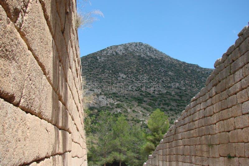 Antyczny miasteczko Mycenae na półwysepie Peloponnese Grecja 06 19 2014 Krajobraz ruiny starożytnego grka architectu zdjęcie royalty free