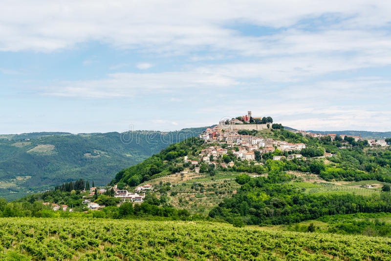 Antyczny miasteczko na wzgórzu, dolny widok obrazy royalty free