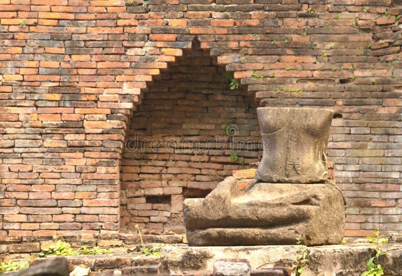 Download Antyczny miasto Ayutthaya obraz stock. Obraz złożonej z statua - 28965201