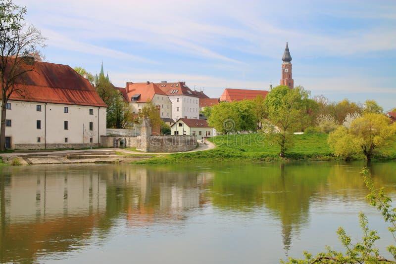 Antyczny miasto Straubing na Danube rzece zdjęcia royalty free
